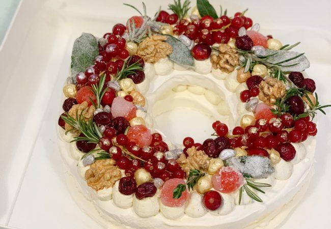 Christmas Pavlova.Christmas Pavlova Wreath The Meringue Girls